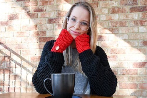 Blooded Shells Mitts - cozy and warm