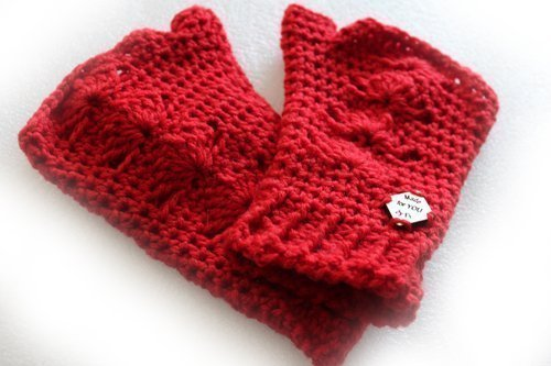 Blooded Shells Mitts - dip your hands in blood red gloves