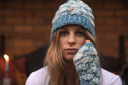 Shell B Mine Mitts & Beanie - beautifully stylish and perfect for gifts or yourself - blue & white = Paca Perfect