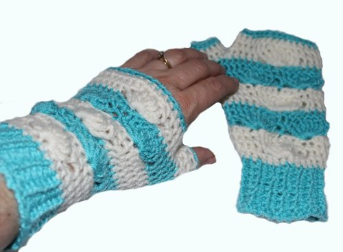 Shell B Mine Mitts - beautifully stylish and perfect for gifts or yourself - aqua & white