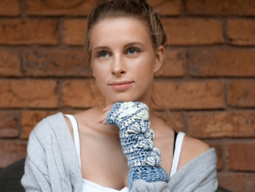 Shell B Mine Mitts - beautifully stylish and perfect for gifts or yourself - blue & white = Paca Perfect